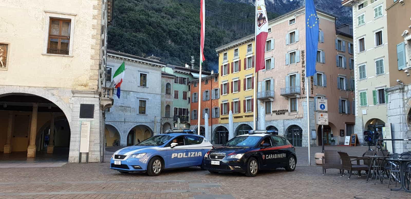 polizia e carabinieri a Riva