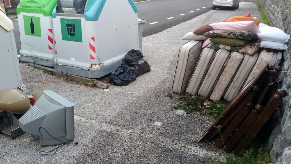 rifiuti abbandonati-2
