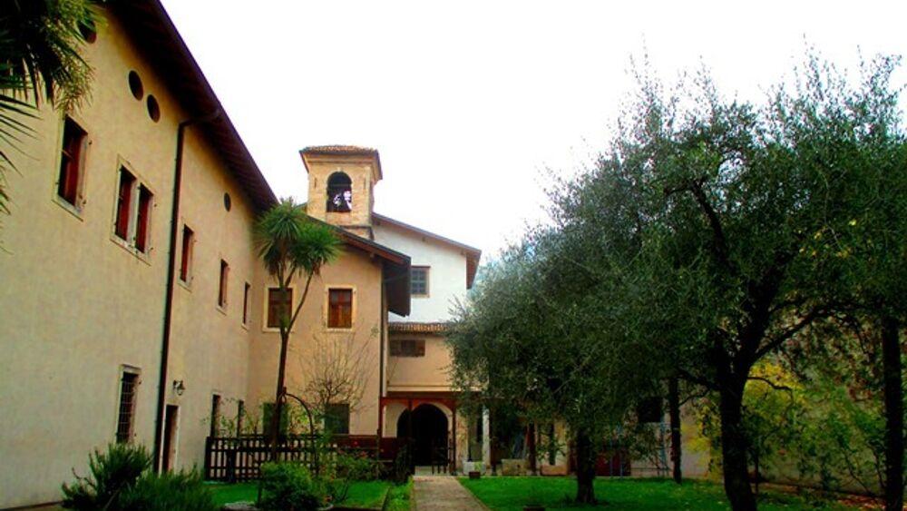 Furti in serie nel convento delle suore: arrestato il ladro, entrava arrampicandosi su un'impalcatura