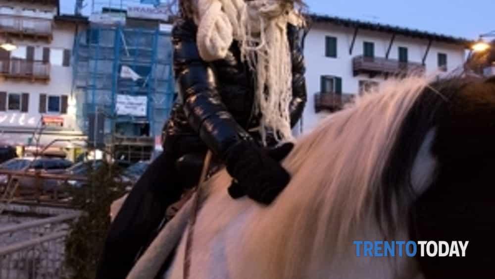 in val di fassa il vip arriva a… cavallo-2
