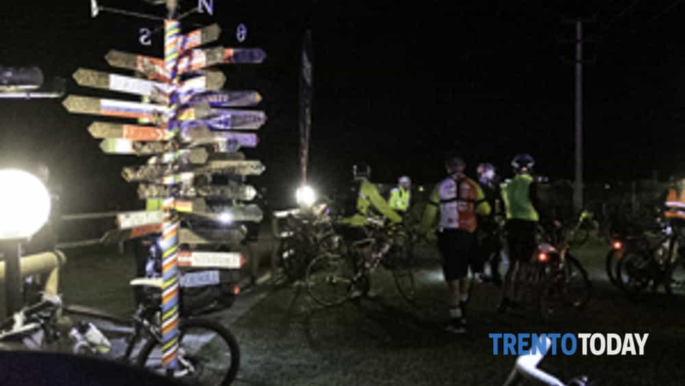 la 3a bike night riempe riva del garda di oltre 300 ciclisti-3