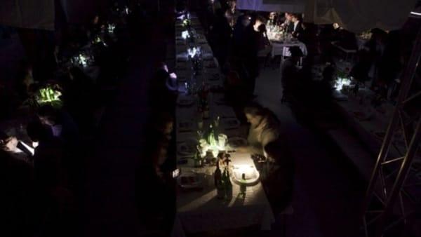 Camerieri non vedenti e menù a sopresa: ecco la cena al buio di Trento