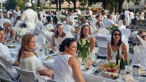 Torna il flash mob 'Cena in bianco': il 25 luglio lunghe eleganti tavolate nel centro storico