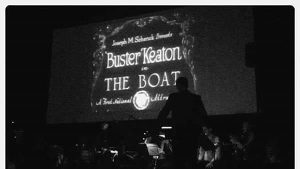 """La Piccola Orchestra Lumière accompagna dal vivo """"The Boat"""""""
