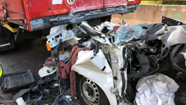 Incidente mortale sulla A22: auto tampona un camion