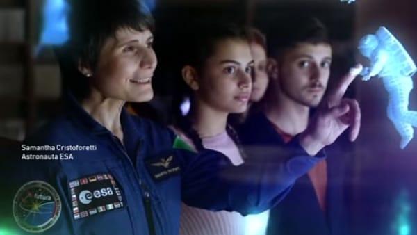 """""""I vaccini funzionano"""": Astrosamantha nello spot del Ministero della Salute"""
