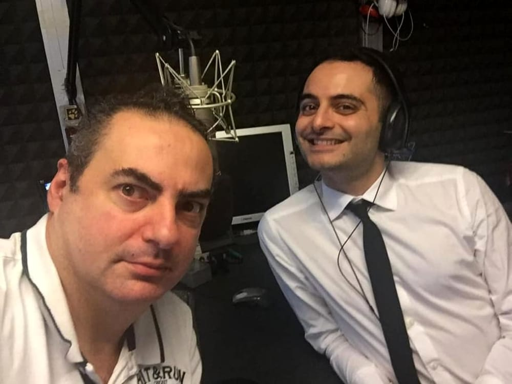Antonio nello studio di Radio 80