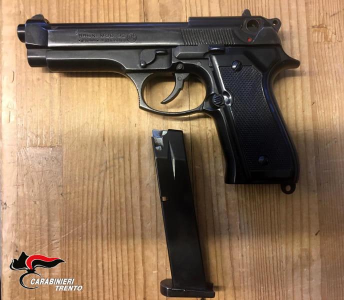 Foto pistola logo-2